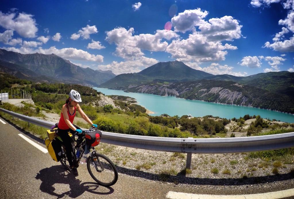 pedaleando en los Alpes